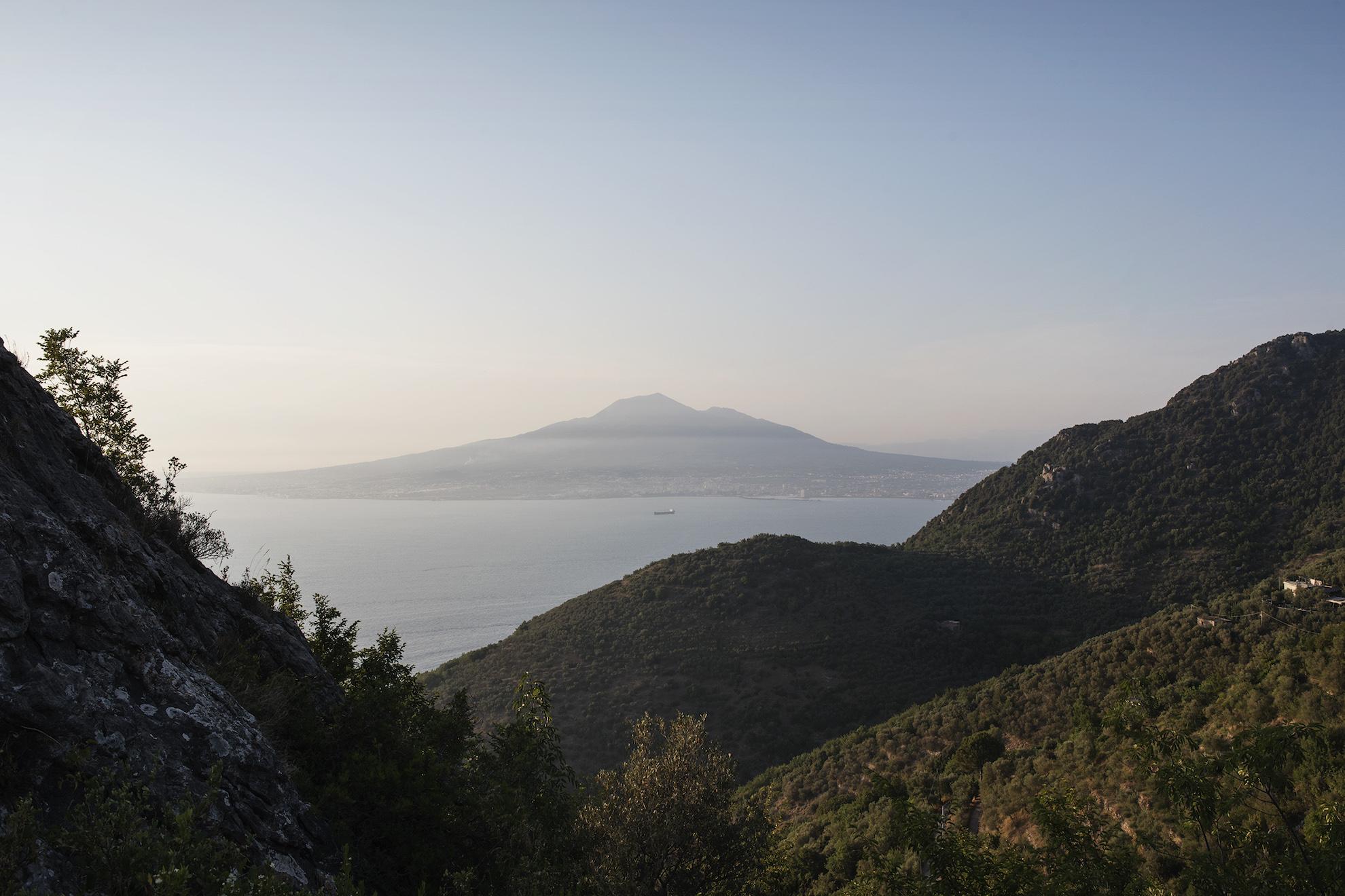 Il Vesuvio visto dalla Sperlonga | Ph. Anna Monaco - Trentaremi