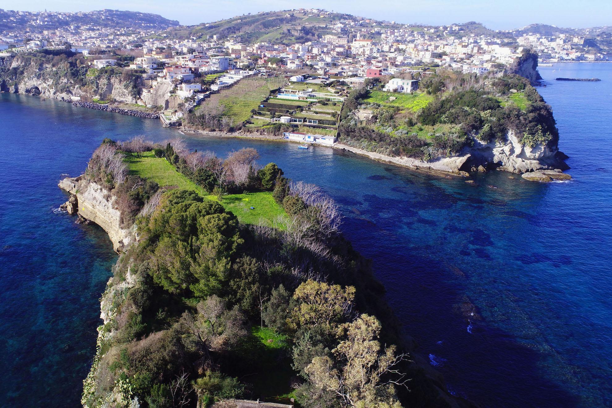 Il panorama che da Punta Pennata si staglia guardando a Bacoli | Ph. Enrico Nocera - Trentaremi