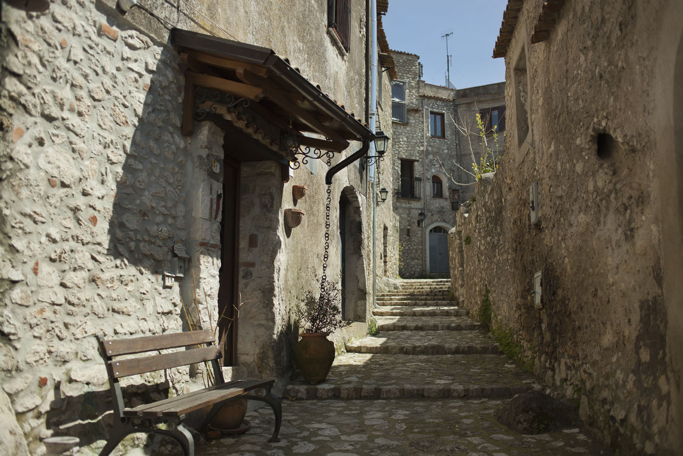 I vicoletti si inerpicano lungo il percorso dell'antico Borgo | Ph. Machi di Pace - Trentaremi