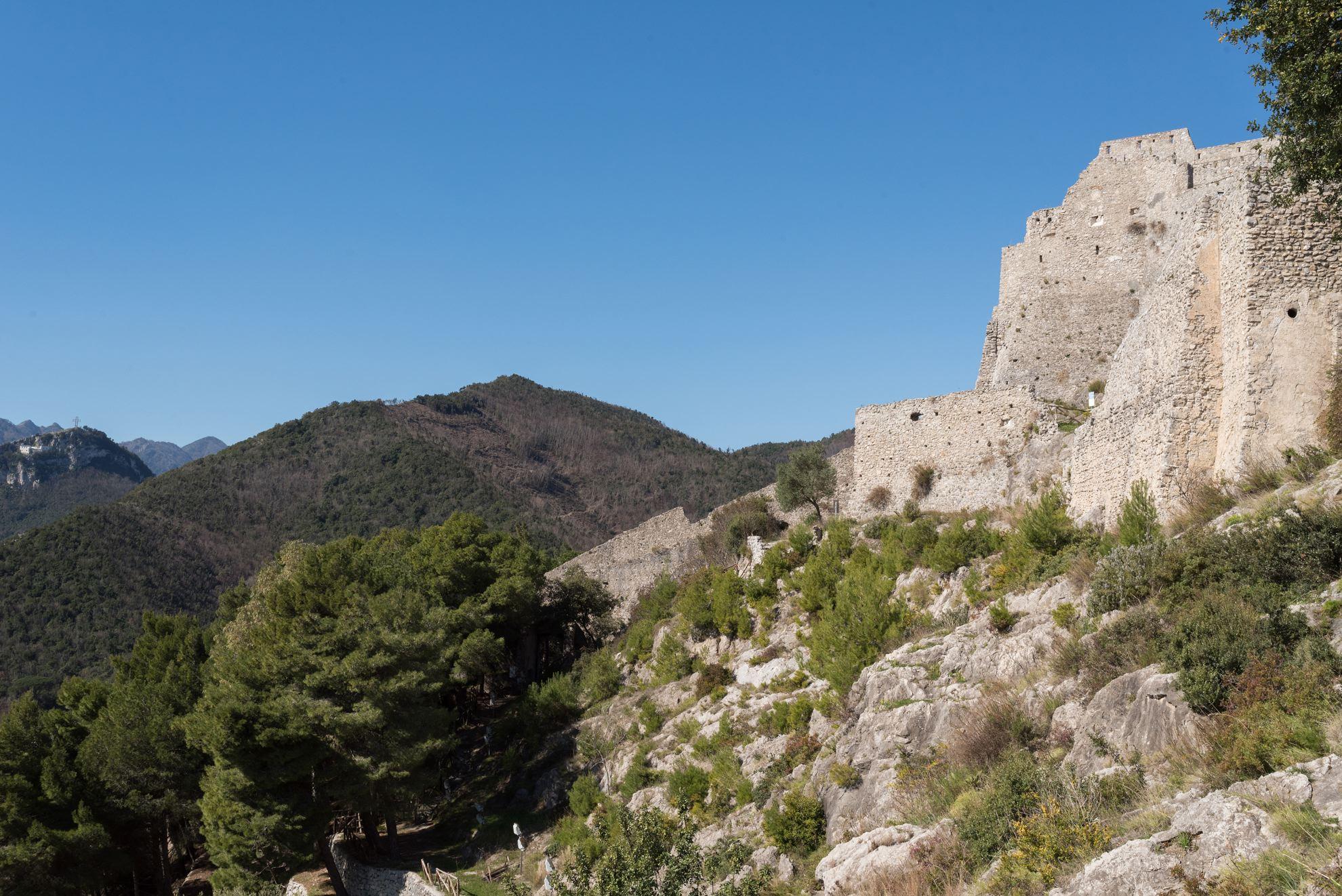 Da sinistra: Monte San Liberatore, Monte Saragnano e Castello di Arechi | Ph. Flaviana Frascogna - Trentaremi