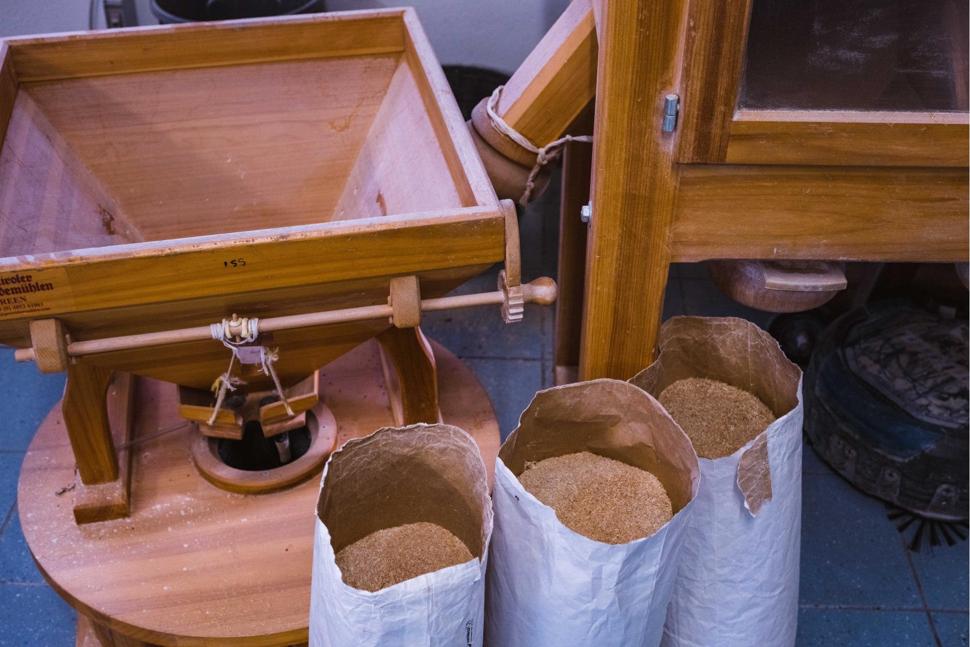 Il grano pronto a essere lavorato nel mulino | Ph. Valentina Sinis - Trentaremi